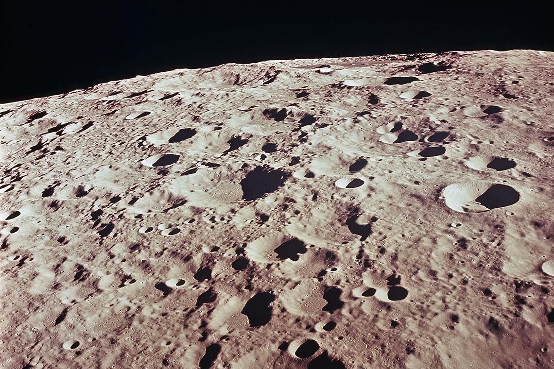 знали, реальные фотографии луны это крупные, цельные
